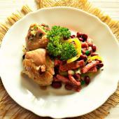 Закуска из салями, курицы и красной фасоли