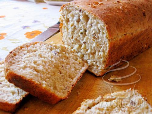А когда буханка основательно остынет, подайте ее к обеду или полднику.  Зерновой хлеб хорош.