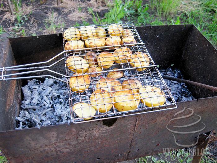 Как можно приготовить картошку на мангале