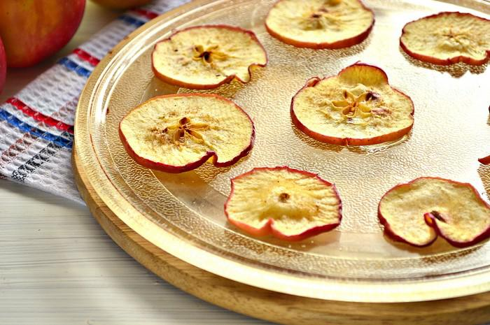 Яблочные чипсы в микроволновке рецепт с фото